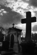 Sepulturas, Panteones Y Nichos: ¿A Perpetuidad? ¿En Propiedad?